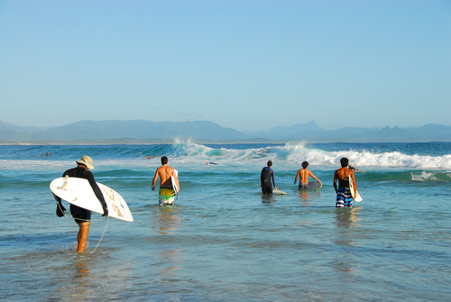 byron_bay_surfers